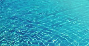 ¿Cómo ahorrar agua en la piscina?