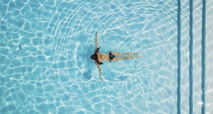 ¿Cómo podemos bajar el pH de la piscina?