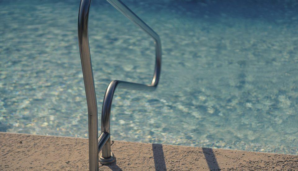 La mejor forma de mantener limpia tu piscina en verano