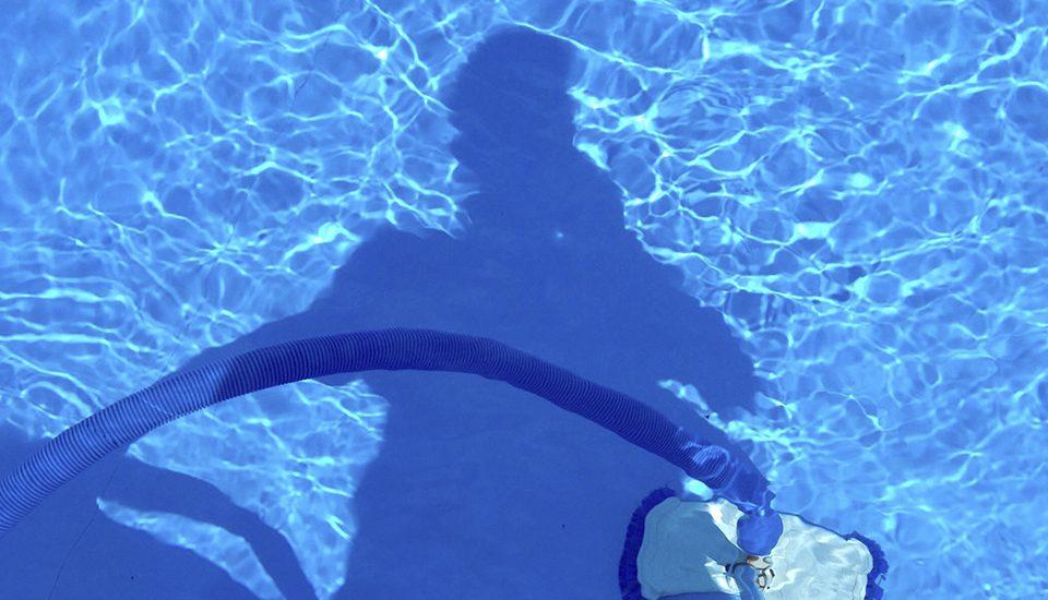 Cómo controlar y dosificar el pH y el cloro de tu piscina