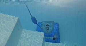 Cómo limpiar el fondo de una piscina