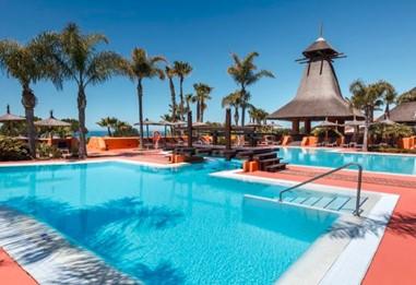 desinfección-piscina-hotel